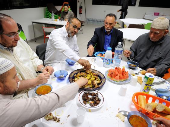 muslim men eating